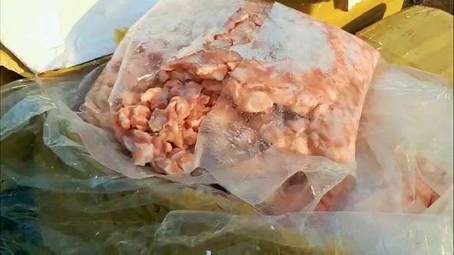 1000kg sụn gà bẩn hôi thối nghi nhập lậu, bị lực lượng chức năng phát hiện